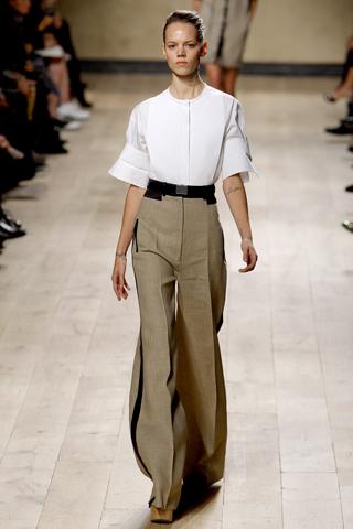 A Celine entra no primeiro escalão da moda, graças a Philo