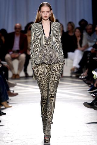 O lenço palestino, quem diria, foi desfilar na Givenchy