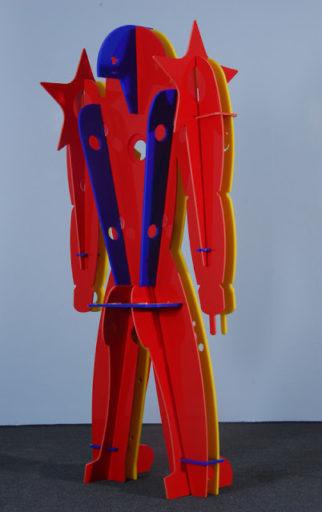 obra em formato de robô colorido